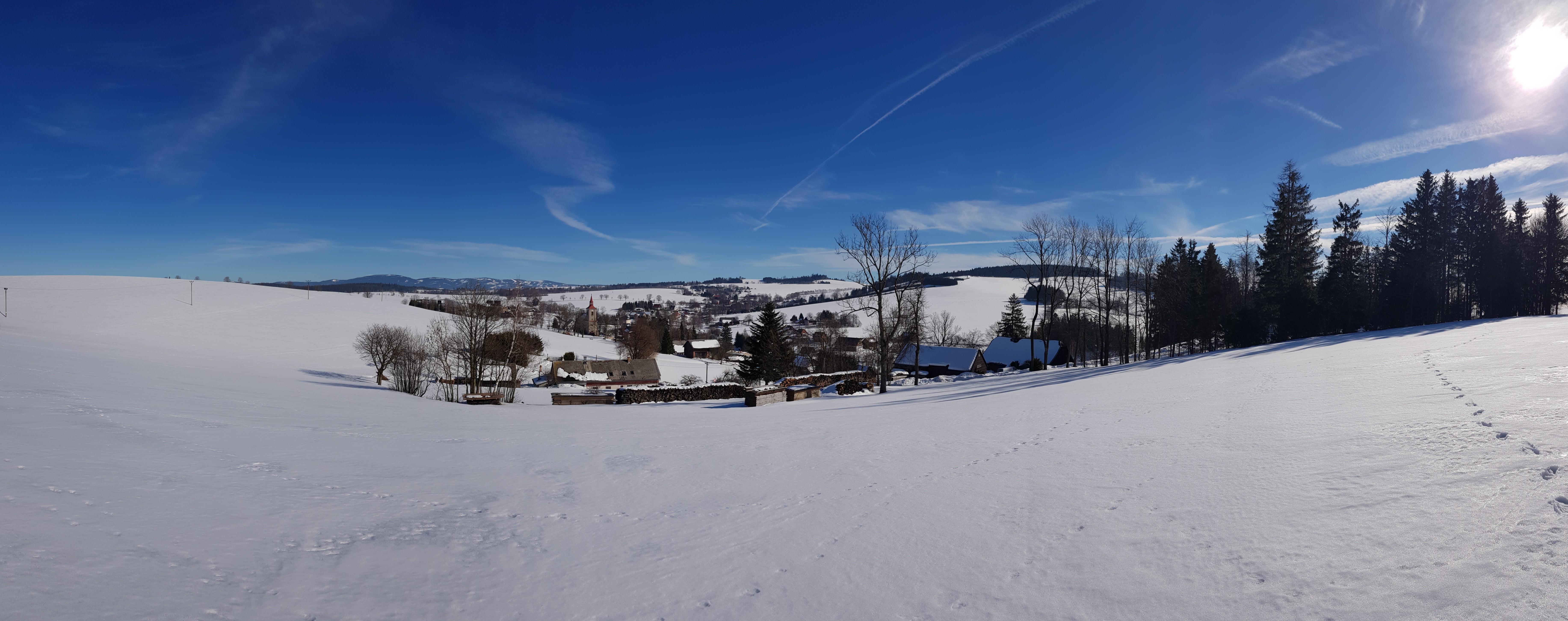 Panoramatická fotografie Českých Petrovic - od osady Jedlina